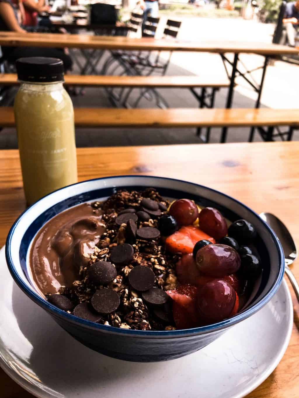 Delicious smoothie bowl at Sajoer