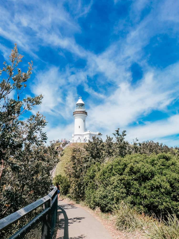 Hiking to the lighthouse in Byron Bay