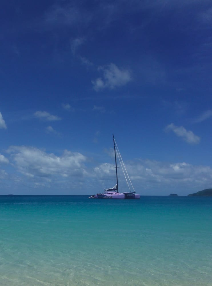 Sailing day trip to the Whitsunday Islands