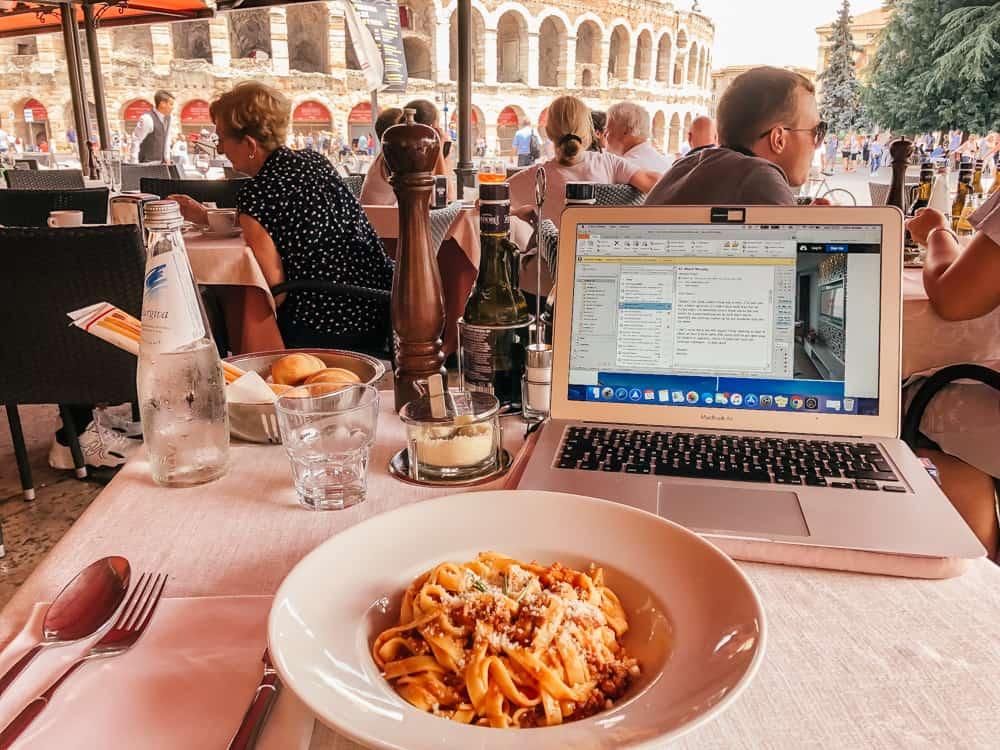 Lunch in Piazza Bra, Verona