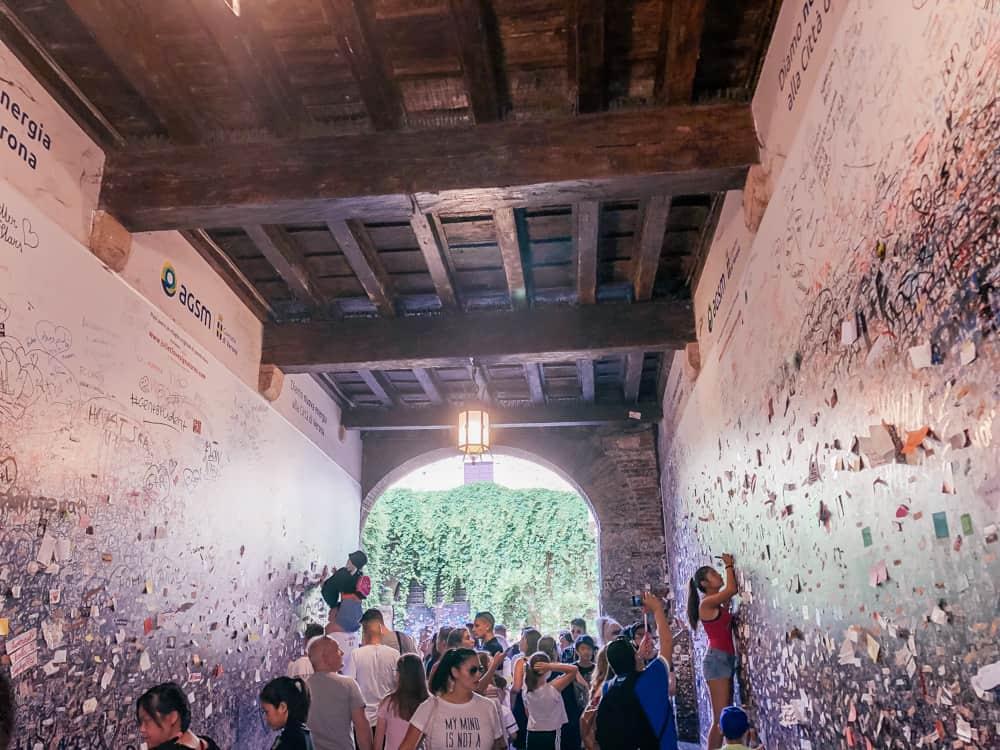 The entrance to Casa di Giulietta in Verona