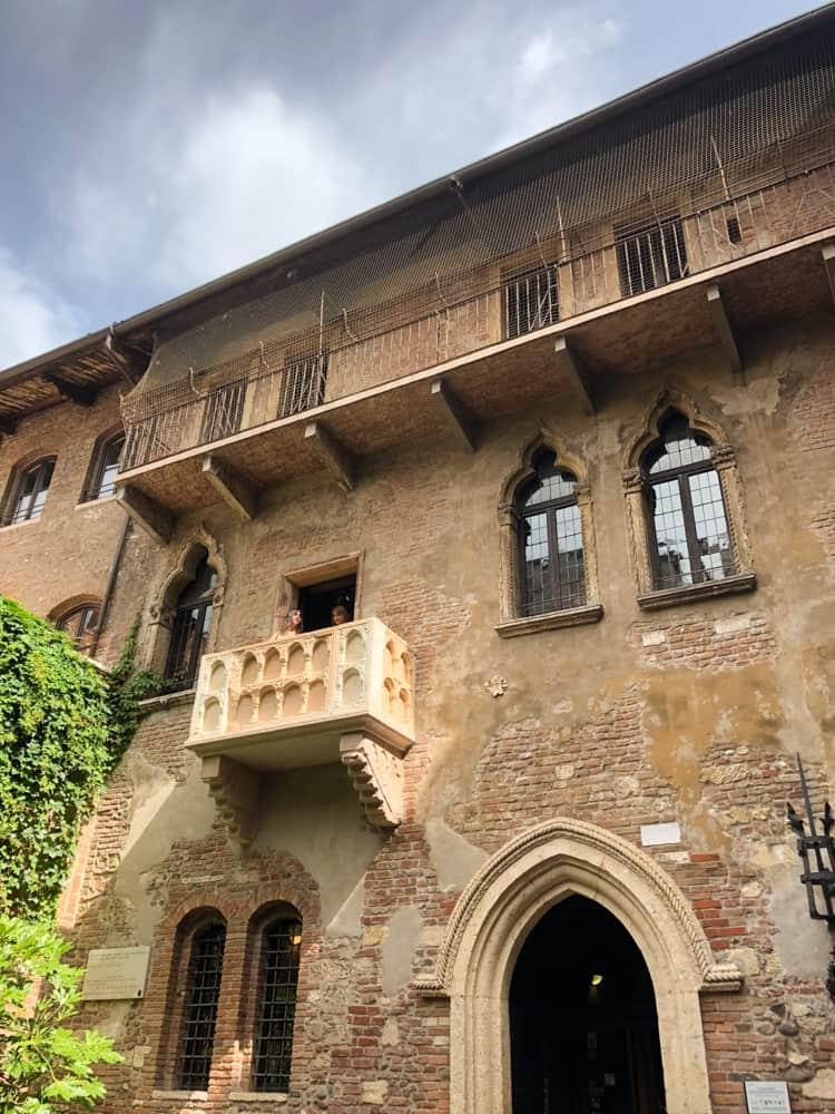 The balcony at Casa di Giulietta in Verona