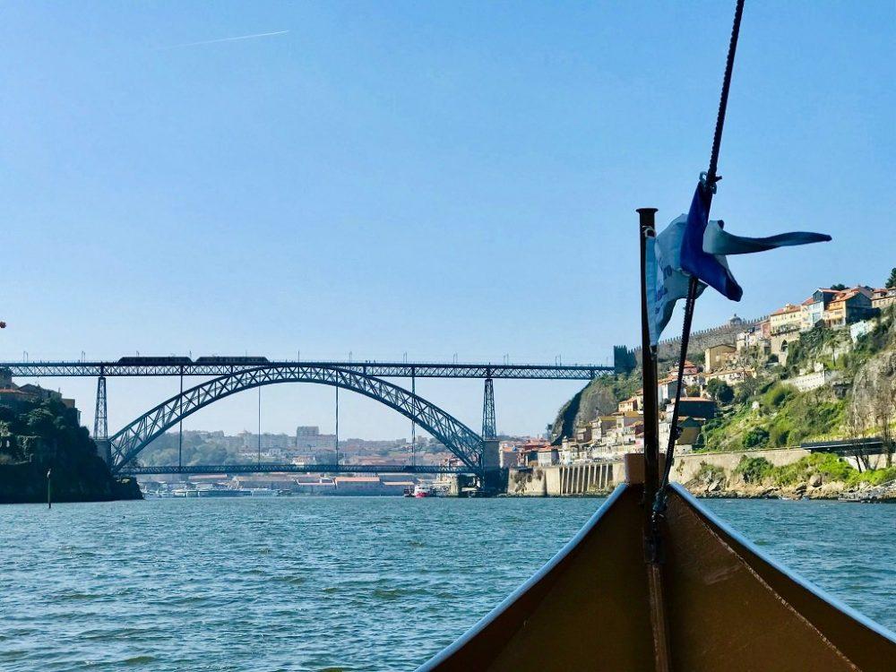 Sailing towards the Dom Luis 1 Bridge